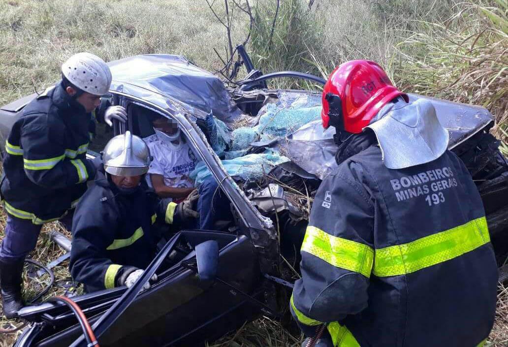 Motorista morre e passageiro fica ferido em acidente na MG 238, em Sete Lagoas