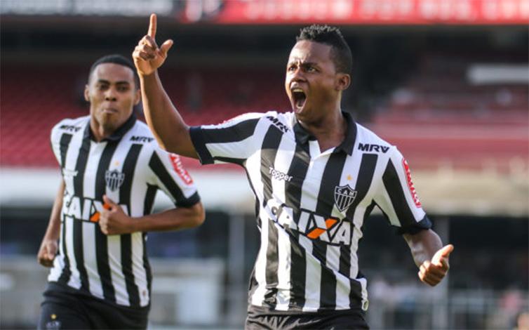 Galo vence São Paulo no Morumbi e reage no Brasileirão