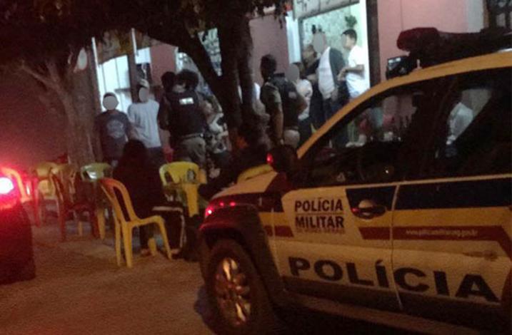 Bandidos invadem bar e roubam clientes no Bairro Jardim Arizona