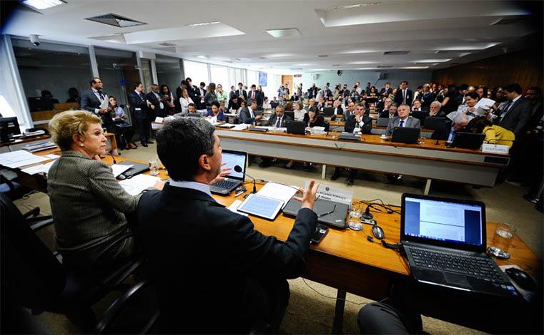 Comissão rejeita relatório da Reforma Trabalhista no Senado