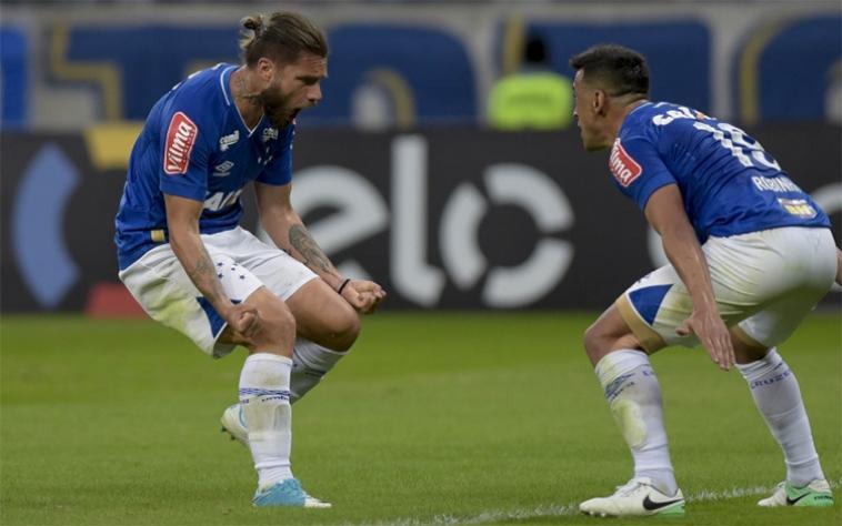Cruzeiro vence com tranquilidade e alivia a pressão