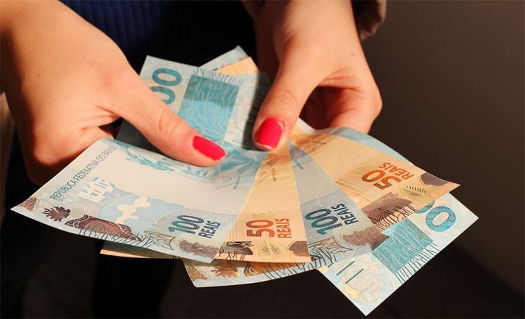Lei que autoriza descontos em pagamento em dinheiro é sancionada