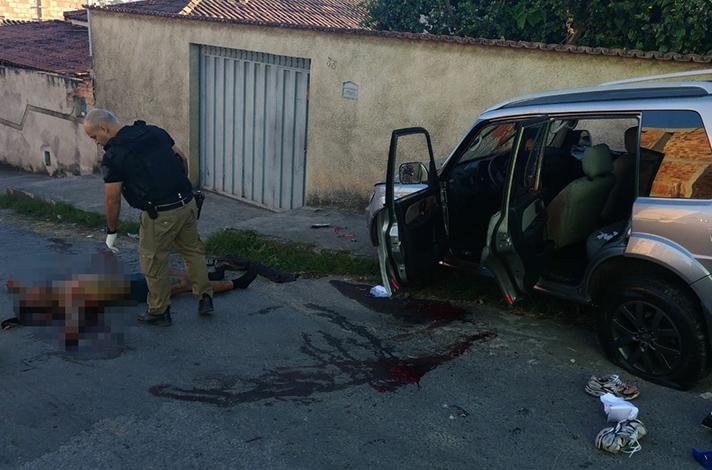 PM troca tiros e prende quadrilha nos arredores de presídio, em Neves