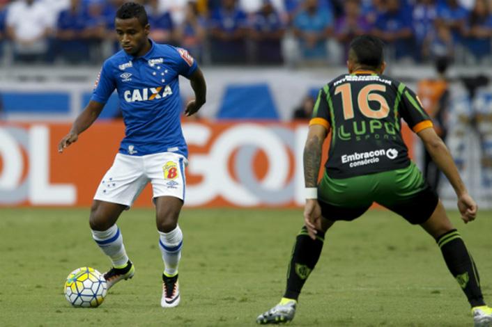 Com Elber, Cruzeiro enfrenta América para se afastar do Z4