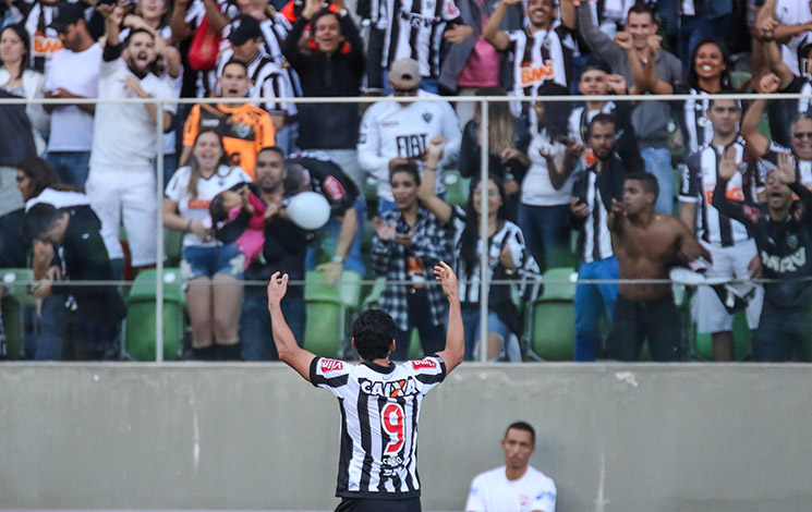 Galo vence Cruzeiro e entra no G6 do Brasileirão