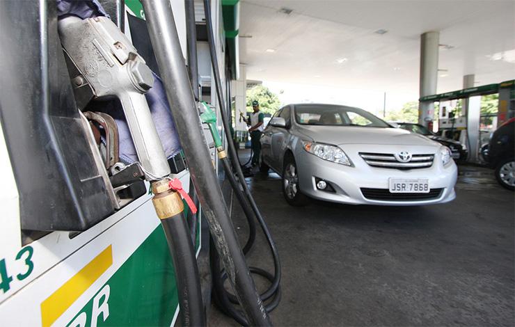 Petrobrás anuncia aumento do preço da gasolina e do diesel nas refinarias