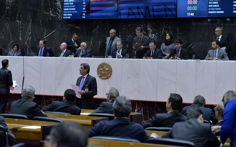Assembleia de Minas aprova adicional de 5% a servidores da educação