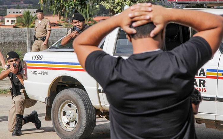 d9b9c14a587 ... Foto ilustrativa  PMMG - Homem armado é preso em Jequitibá  Foragido  da