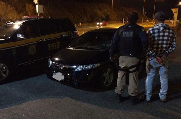 PRF recupera carro roubado e prende suspeito por receptação em Sete Lagoas