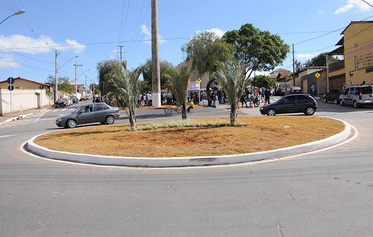 Prefeitura inaugura nova rotatória na Rua Santa Juliana ff620d253c8