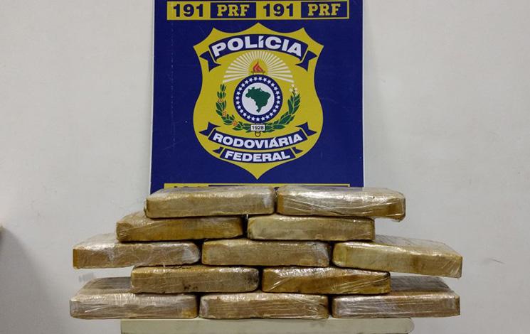PRF apreende em Sete Lagoas 11,5 kg de crack transportados em carro roubado
