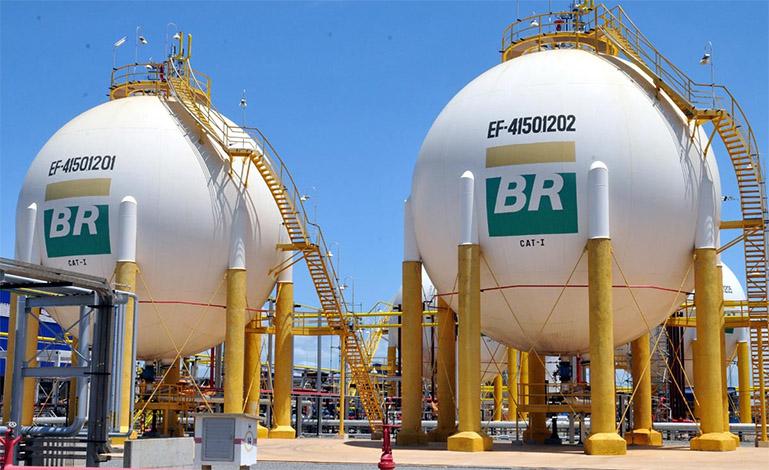 Governo anuncia nova alta de preço de combustíveis nas refinarias