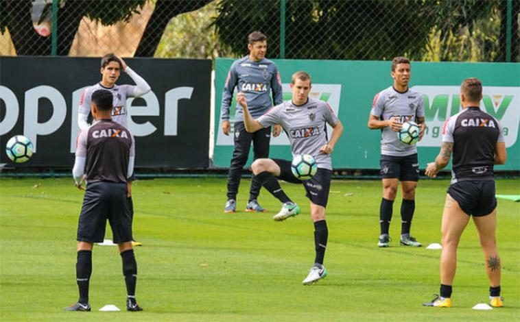 Galo tenta a recuperação no Brasileirão contra o Coritiba neste domingo