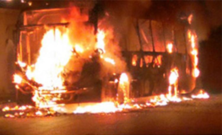 Em represália a homicídio, bandidos incendeiam ônibus em Pedro Leopoldo