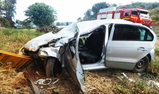 Capotamento deixa duas mulheres feridas na MG 424