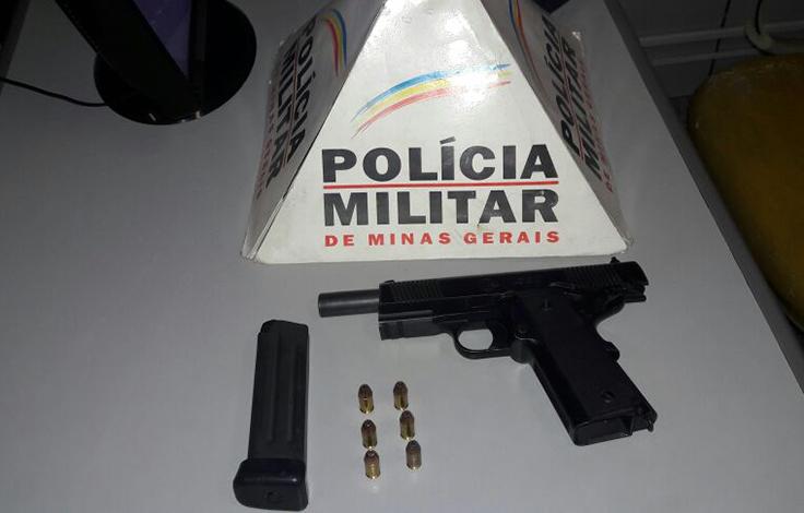 Polícia prende dupla com pistola em posto de gasolina da BR 040