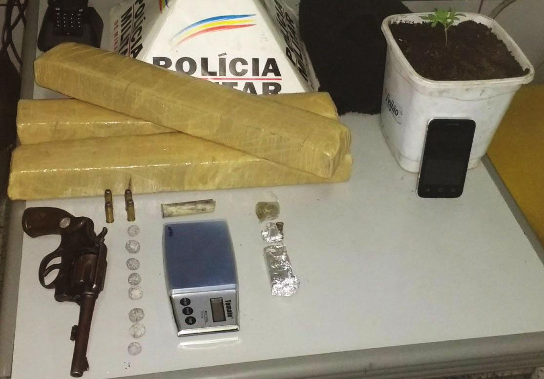 PM persegue suspeitos e apreende grande quantidade de drogas no Planalto