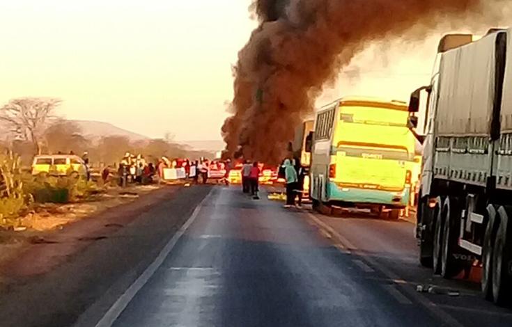 Caminhoneiros promovem dia de protestos em rodovias mineiras