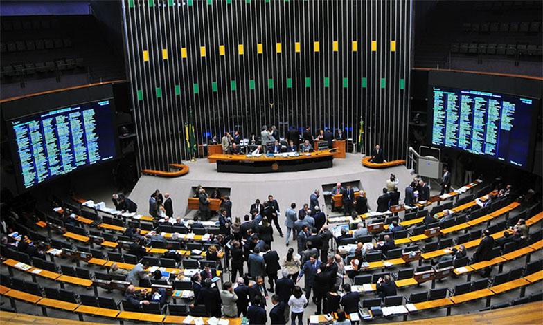 Câmara abre sessão para votar denúncia de corrupção contra Michel Temer