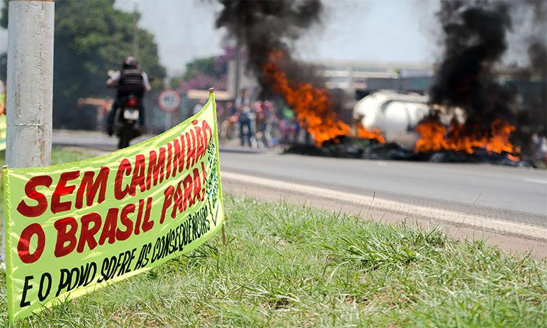 Protestos cessam e trânsito é liberado no trecho de Sete Lagoas na BR-040