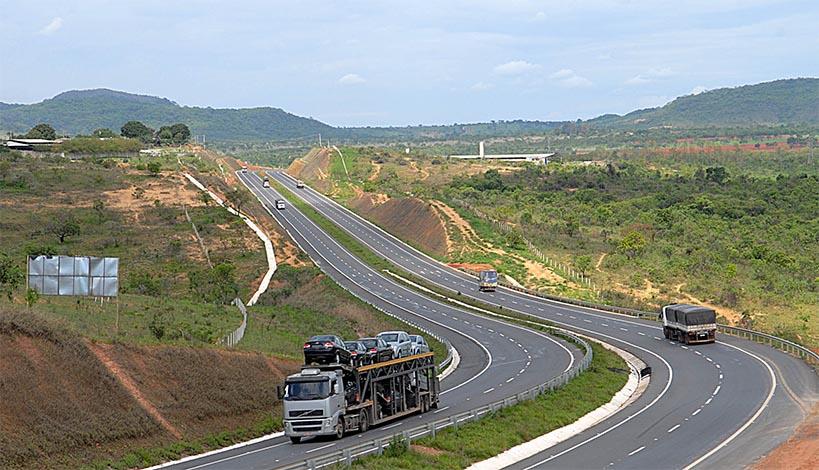 Caminhoneiros liberam pistas e trânsito segue sem retenções