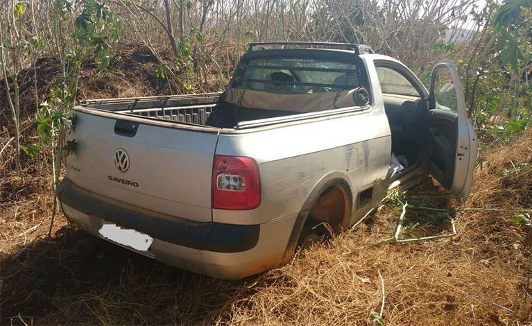 Veículo roubado em Caetanópolis é encontrado abandonado e sem rodas