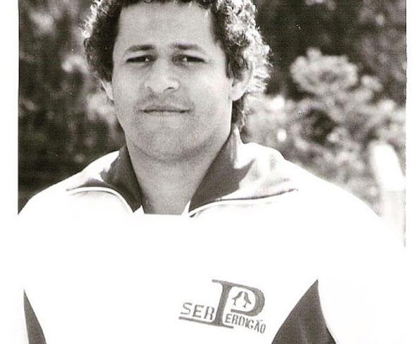 Câmara vai votar homenagem ao ex-jogador de futsal Paulinho Tenaz
