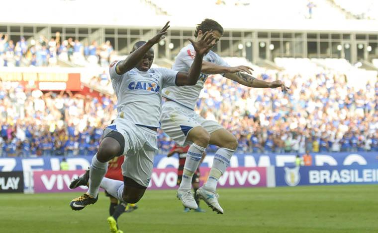 Em tarde de Sassá e Raniel, Cruzeiro vence o Sport e entra no G6 do Brasileirão