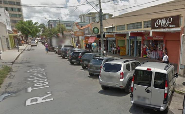 Bandidos se passam por clientes e assaltam joalheria no Centro