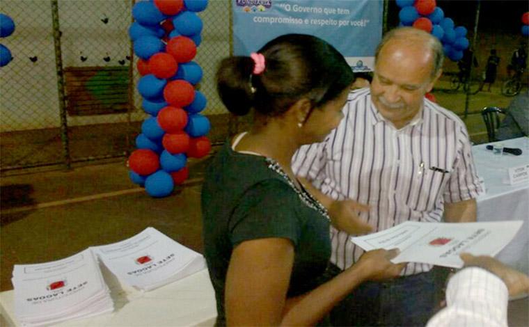 Prefeitura inicia entrega de escrituras de imóveis para moradores do Jardim dos Pequis I