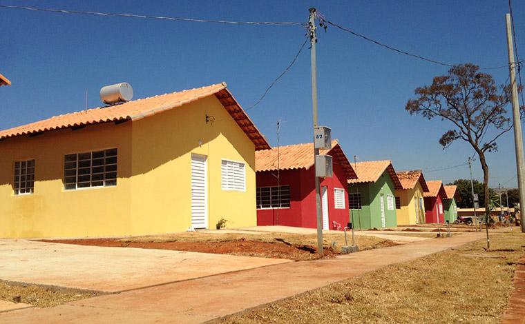 Prefeitura finaliza entrega de imóveis e escrituras no Jardim dos Pequis I