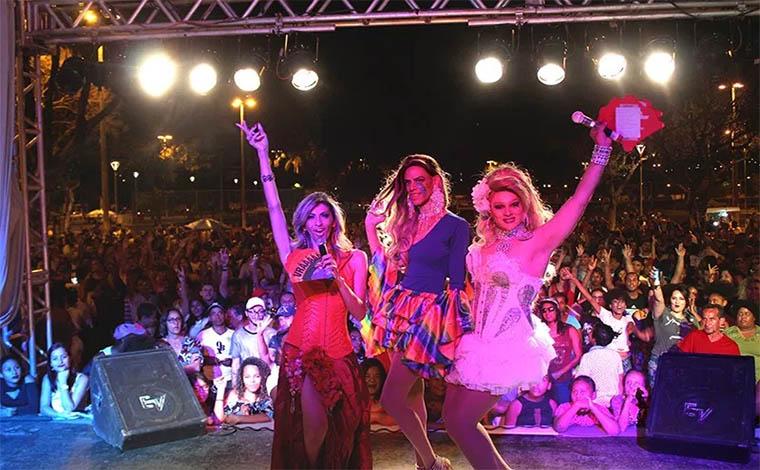 Luta contra transfobia reúne três mil pessoas na VI Parada do Orgulho LGBT de Sete Lagoas