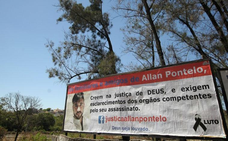 Pai de Allan Pontelo depõe à Polícia Civil e espalha outdoors cobrando justiça
