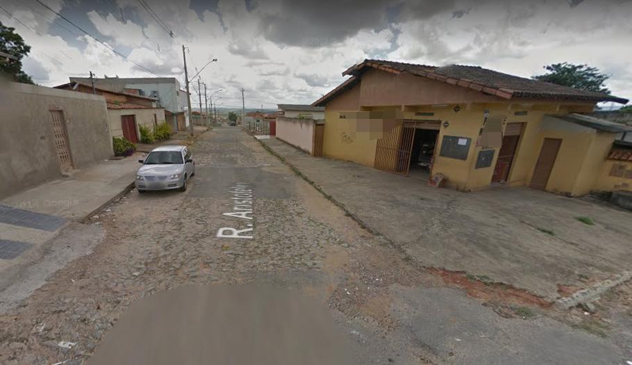 Bandidos invadem mercearia e roubam carro na porta do estabelecimento
