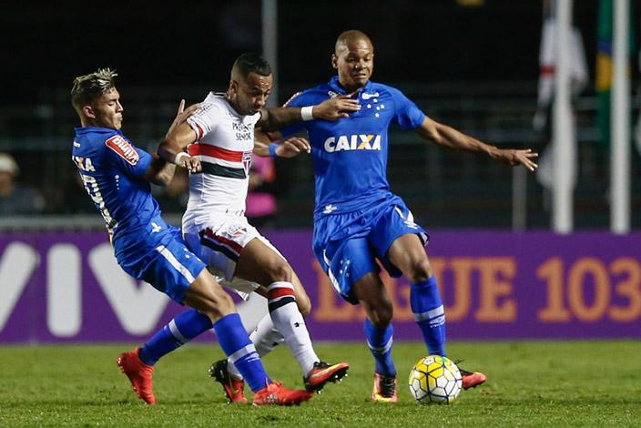 Cruzeiro perde mais uma e se aproxima da zona de rebaixamento