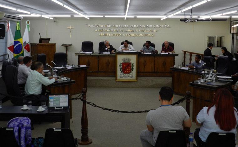 Câmara aprecia pauta de interesse público, mas ainda aguarda gestores