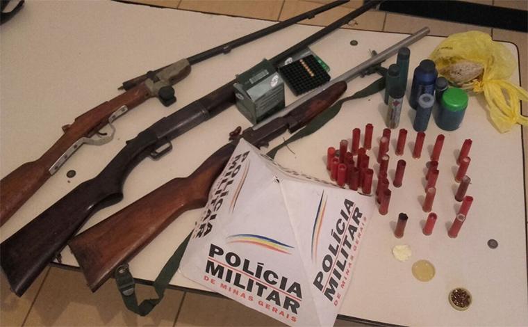 PM apreende armas de fogo no povoado de Pau de Cheiro, em Funilândia