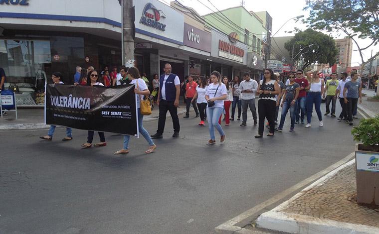 Passeata pelas ruas de Sete Lagoas marca a comemoração da Semana Nacional do Trânsito