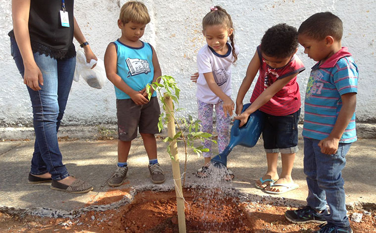 Saae promove ação educativa com crianças no Dia da Árvore