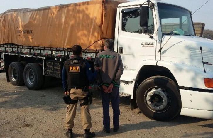 Caminhão roubado, carregado de vinho, é recuperado em Sete Lagoas