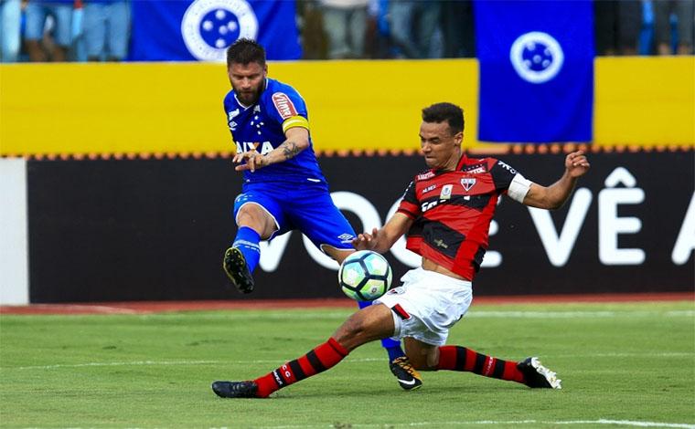 Cruzeiro vence fora de casa e sobe na tabela do Brasileirão