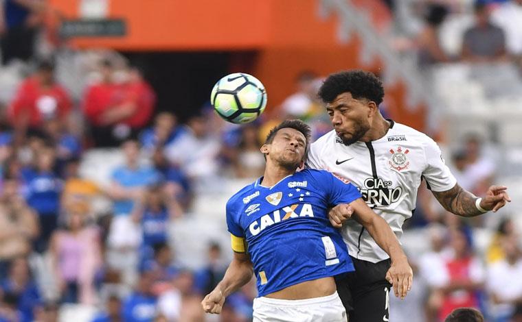 Ainda de ressaca, Raposa tropeça em casa contra o Corinthians