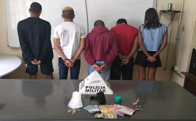 PM apreende drogas, prende casal e foragido da Justiça em Paraopeba