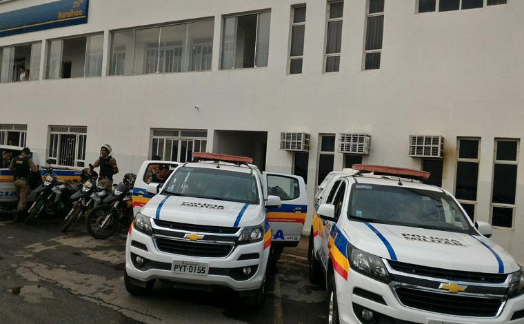 PM faz série de prisões e apreensões de armas, drogas e produtos de roubo
