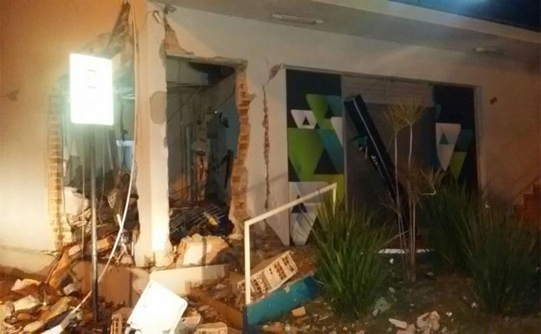Polícia procura quadrilha que explodiu agência do Sicoob em Cordisburgo