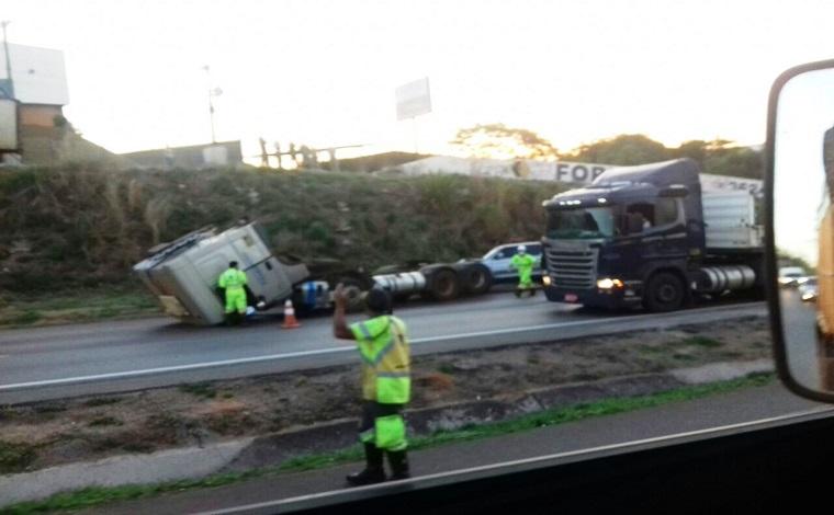 Acidente na BR 040 provoca 6 km de congestionamento em Neves