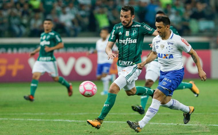 Cruzeiro empata com o Palmeiras e Corinthians respira aliviado