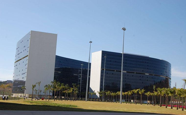 Governo de Minas anuncia pagamento do 13º a servidores em três parcelas