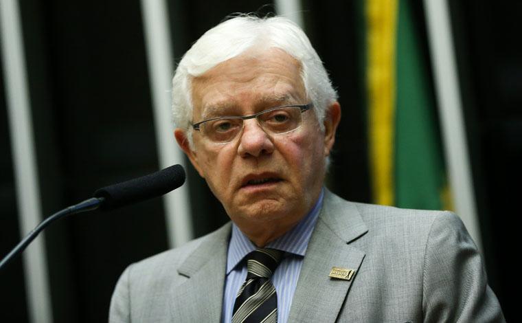 Temer sanciona lei que dá foro privilegiado a Moreira Franco