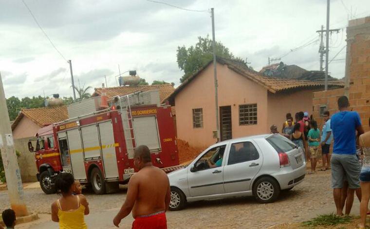 302651cb5 Incêndio em residência assusta moradores do Bairro Jardim dos Pequis II